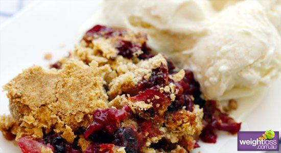 Healthy Dessert Recipes: Apple and Blueberry Crumble. #HealthyRecipes #DietRecipes #WeightlossRecipes weightloss.com.au