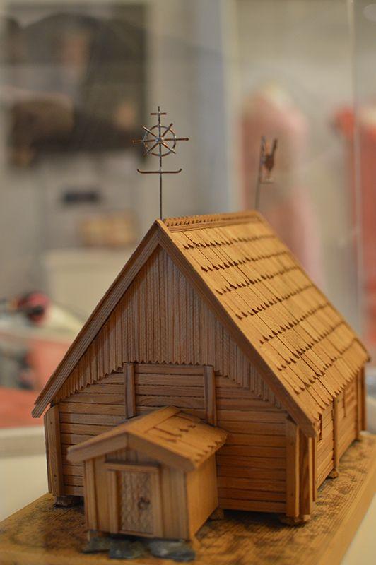 Näyttelyssä voi ihastella taidokkaasti rakennettua Turkansaaren kirkon pienoismallia. Luuppi, Oulu (Finland)