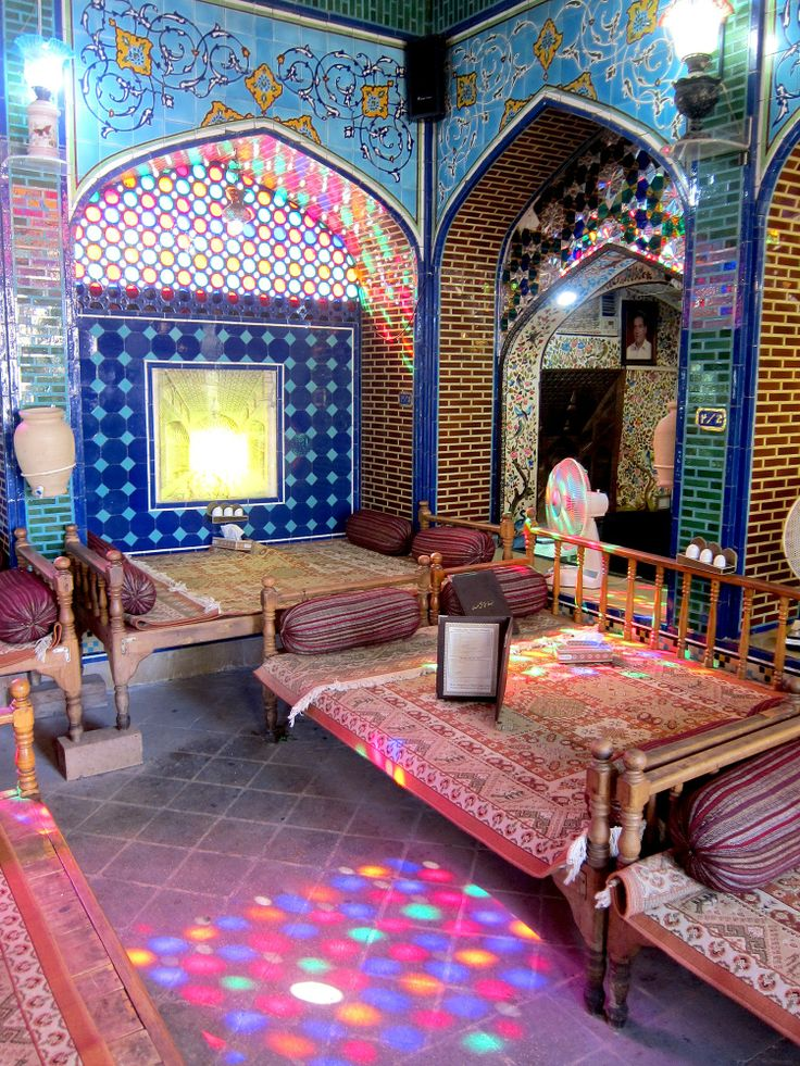 purple DIARY - A ROAD TRIP ACROSS IRAN FROM SHIRÀZ TO ESFAHAN