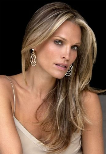 Win a makeover and red carpet coaching with Molly Sims