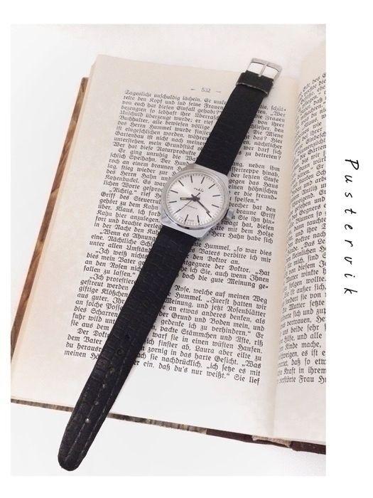 Mein DDR Vintage Ruhla Uhr Handaufzug Mechanisch Minimalistisch von true vintage! Größe  für 42,00 €. Sieh´s dir an: http://www.kleiderkreisel.de/accessoires/uhren/128159164-ddr-vintage-ruhla-uhr-handaufzug-mechanisch-minimalistisch.