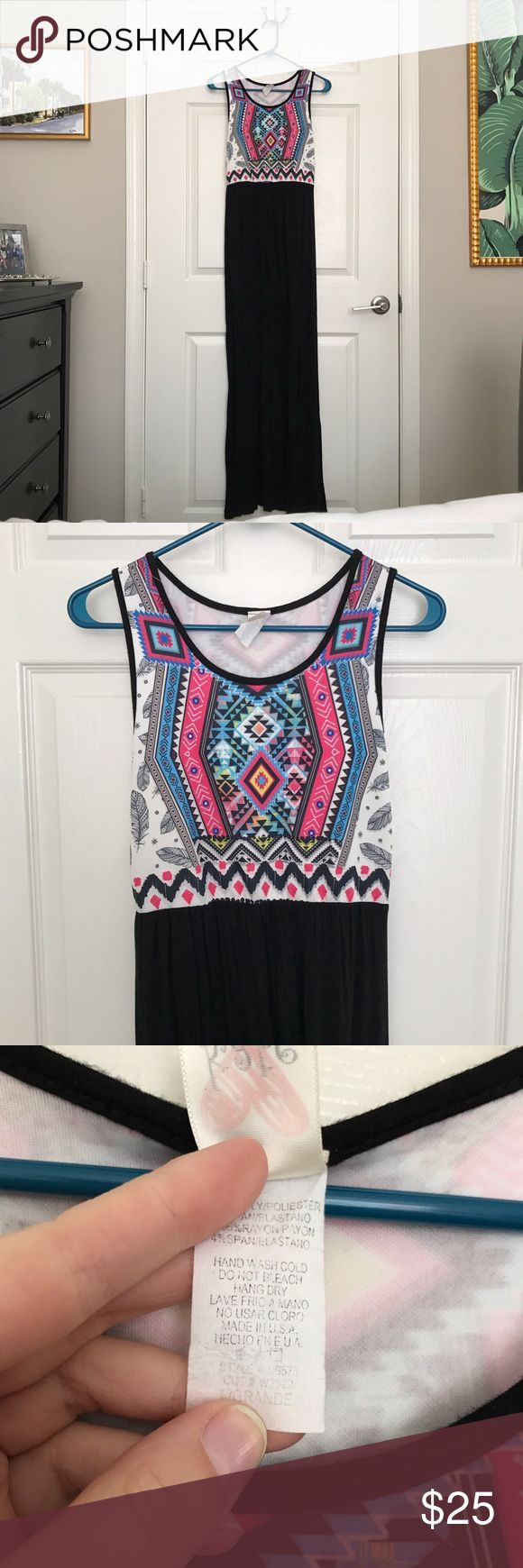 Mint Julep Boutique Tribal Maxi Dress A maxi dress from The Mint Julep Boutique. Would fit a size 8-10. 96% rayon and 4% spandex. The back is in the fourth picture. Material has some stretch. No trades. Mint Julep Boutique Dresses Maxi