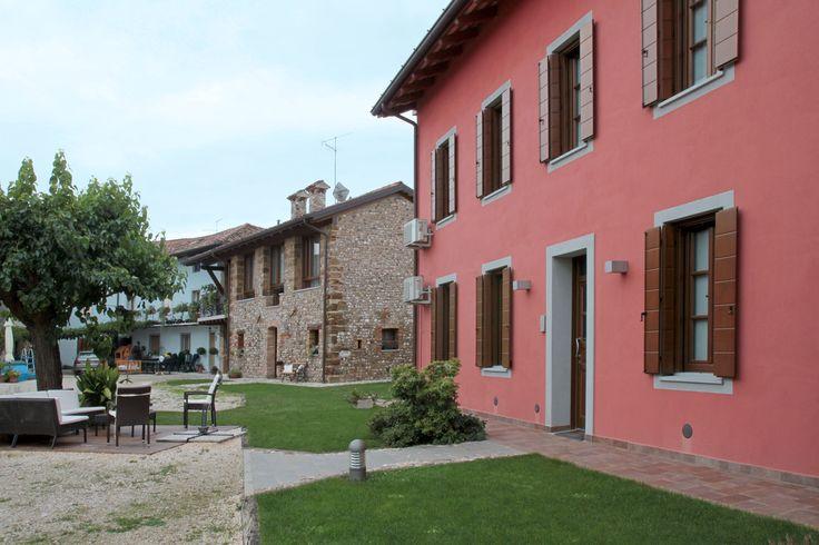 Il cortile esterno del bed and breakfast Corte Alfier a Lavariano (UD)
