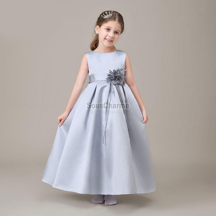 robe de communion enfant fille pas cher en satin gris avec jupe longue ornée de ceinture fleur