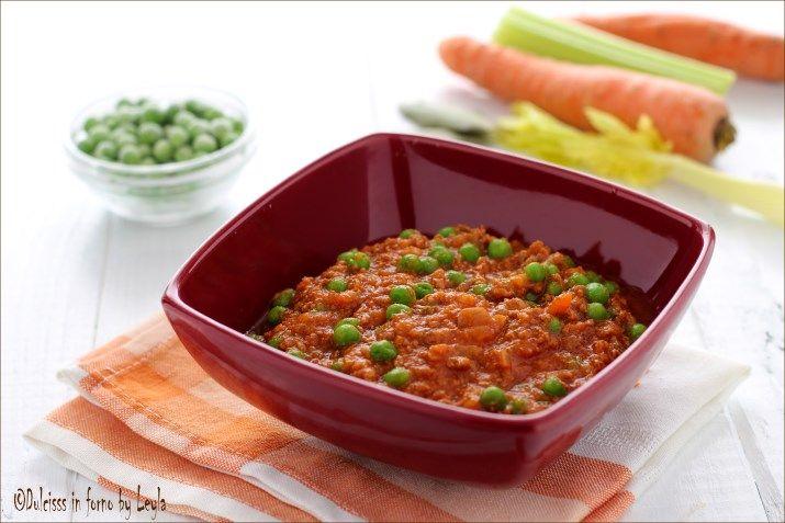 La ricetta del Ragù di carne e piselli, il famoso Ragù alla siciliana! Facile da preparare, si può utilizzare per condire la pasta e per gli arancini.