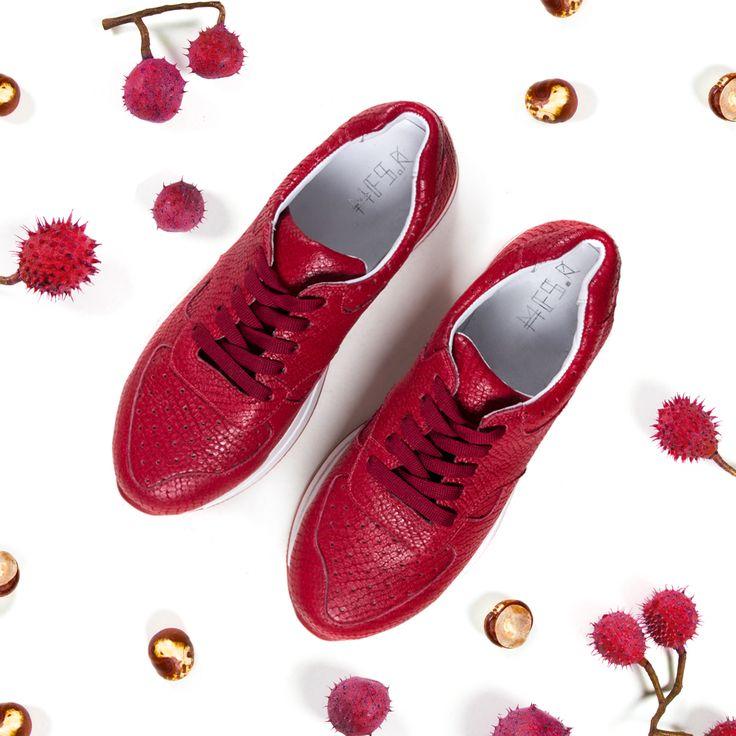Какая осень без новой пары кроссовок?Красные кроссовки станут правильным решением, когда все вокруг облачатся в темные цвета.#mfstore #madeinua #madeinukraine #madeinkiev #madeinodessa #madeinlviv #ukrainiandesigner #streetwearbrand #ukrainianbrand #ilovemfs