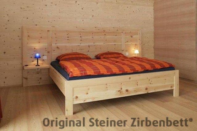 Zirbenbett Watzmann Massivholzbett mit großem Zirbenholz-Kopfteil ...