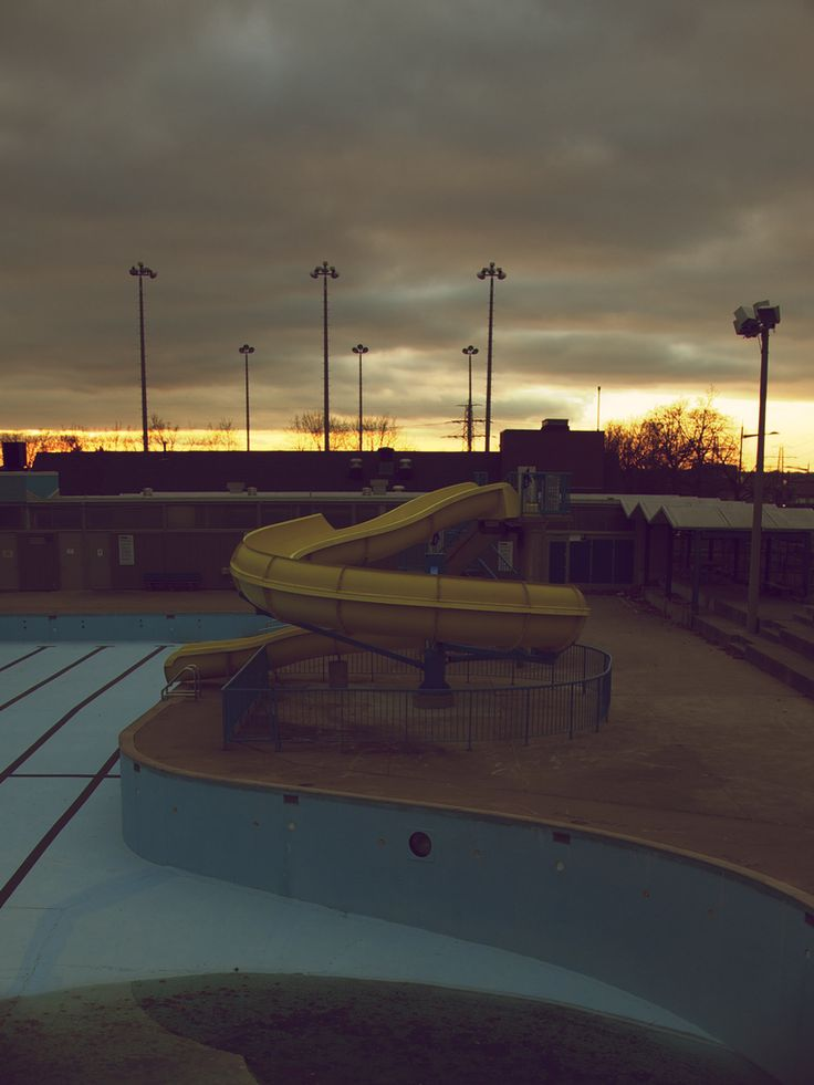 17 best images about abandoned swimming pools on pinterest for Empty swimming pool