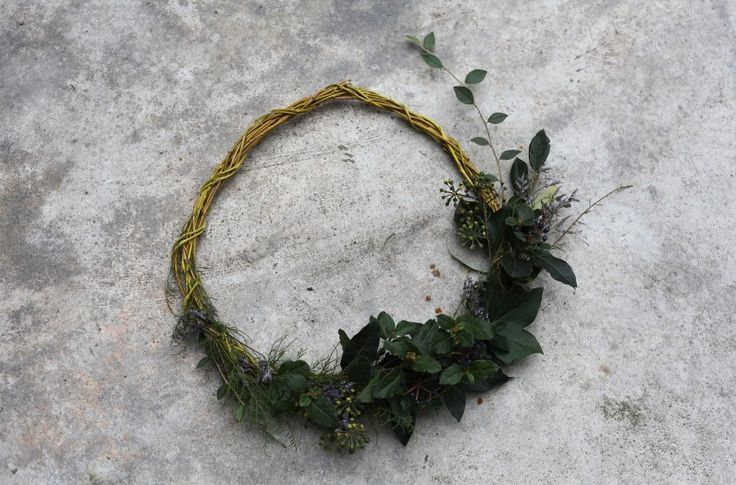 http://theplanthunter.com.au/how-to/foraged-floral-wreaths/ Foraged Wreaths - Planthunter