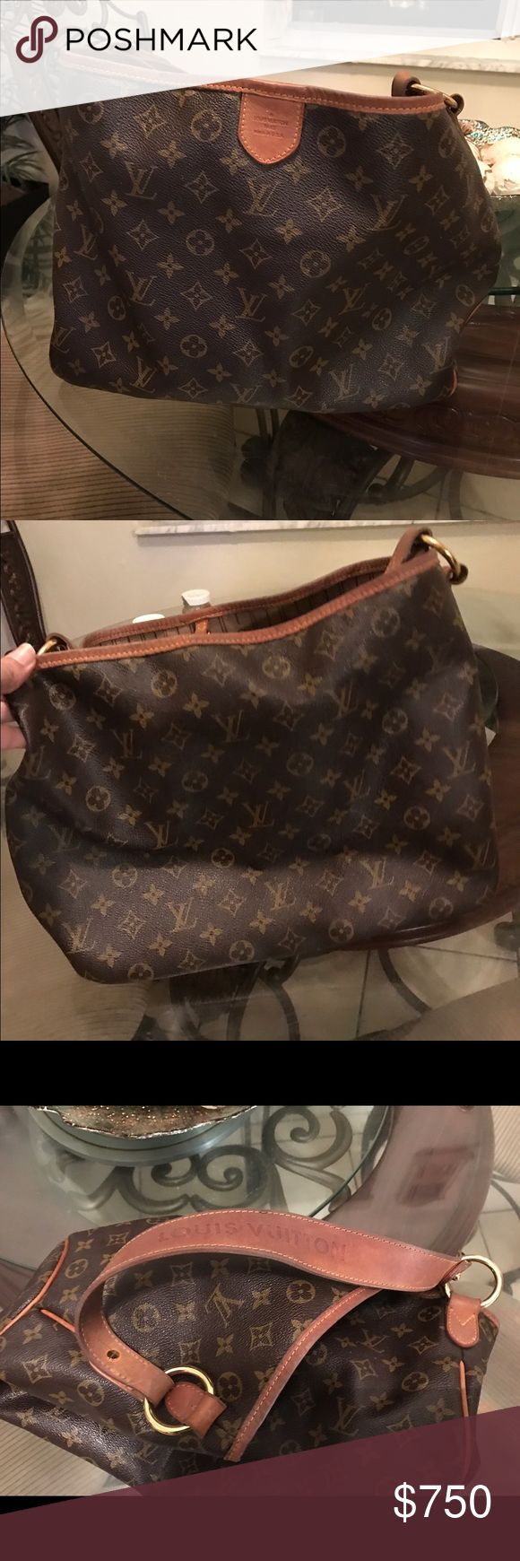 Authentic Louis Vuitton bag! Authentic Louis Vuitton bag bought it a few years ago the exterior is like new a little wear and tear on the strap nothing noticeable interior is a little dirty needs to be cleaned up Louis Vuitton Bags Totes