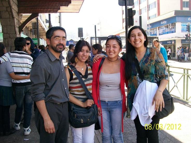 Junto a las amigas de Tabita