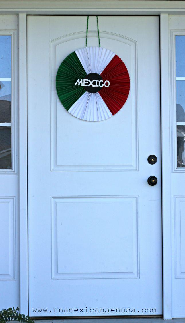 Corona tricolor para decorar la puerta de tu casa. México, día dela independencia.
