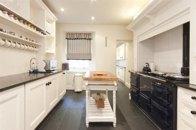The beautiful kitchen at 2 Island Terrace, Salcombe