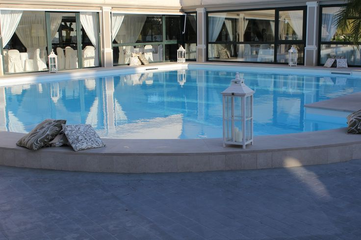 Party in piscina. Il luogo perfetto per festeggiare il tuo evento da sogno. | Villa Posillipo - Ristorante Matrimoni Meeting Eventi Speciali - Napoli