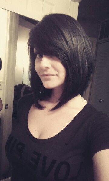 Reverse bob with bangs. Side view.