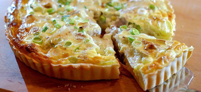 Quiche met prei, walnoot, camembert en lenteuitjes