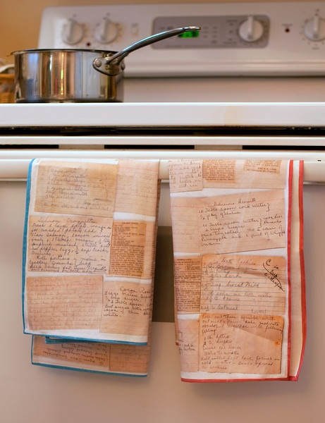 DIY recipe card kitchen towels. These are INCREDIBLE, just imagine grandma's recipes printed onto kitchen towels!