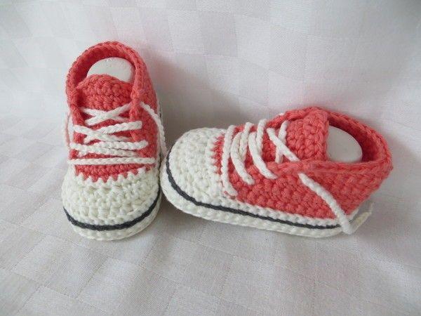 Häkle Deinem Kind jetzt die trendy Schuhe im aktuellen Design. Mit der bebilderten PDF-Anleitung ist das gar kein Problem. Leg gleich los mit dem Häkeln.