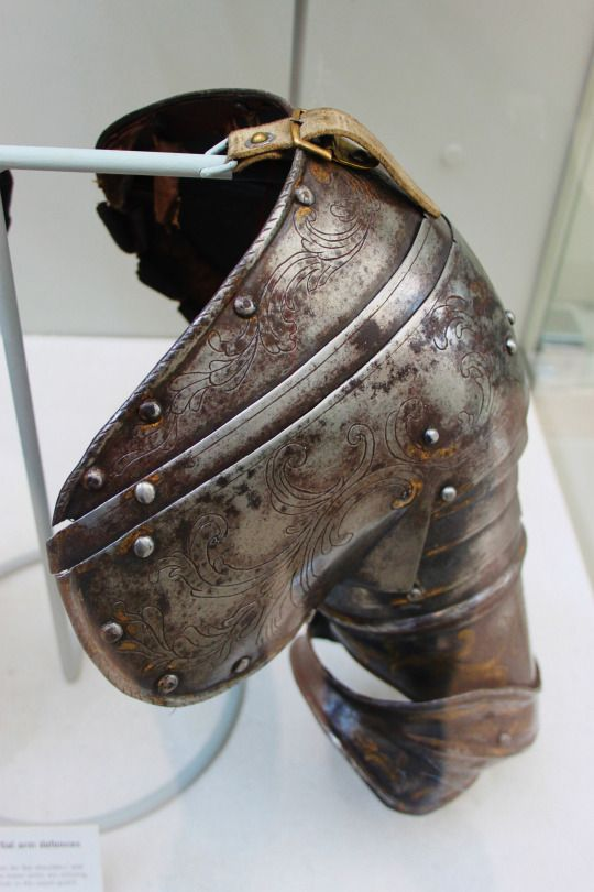 The pauldrons are from Italy and were made in 1620. They were possible used by an officer in the Papal guard.