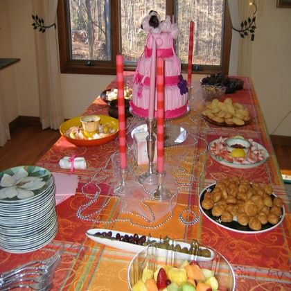 Cheap baby shower decorations i like the clothesline for Baby shower decoration ideas cheap