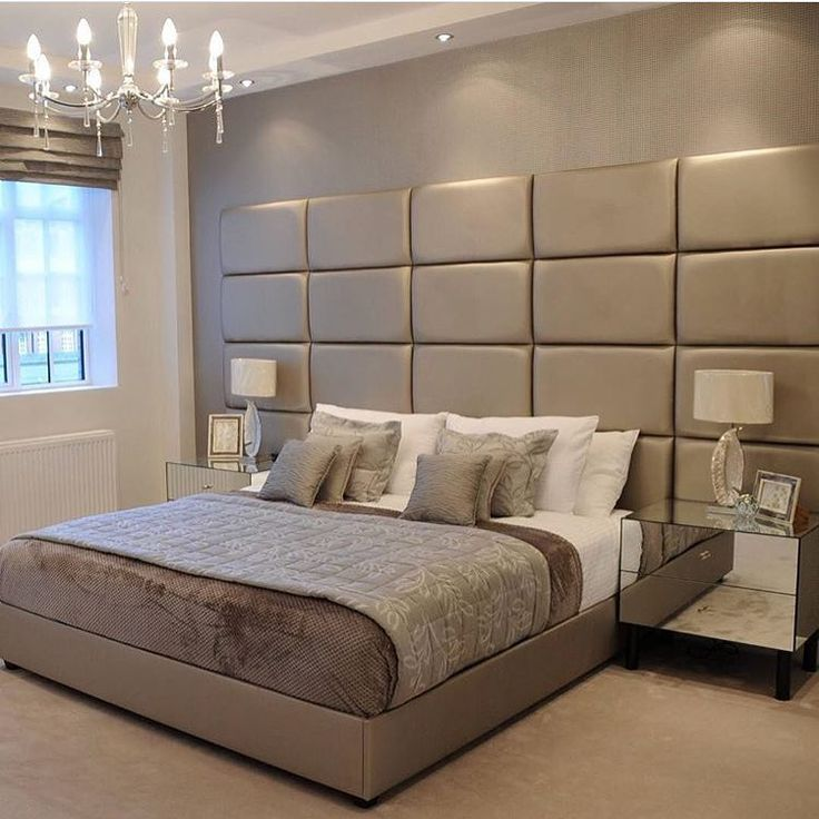 Que luxo de quarto! E que delicia deve ser essa cama hein? quem souber a autoria avisa nos comentários | @decorcriative