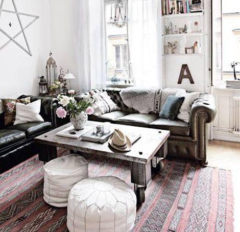 Un salón inspirador. Kilim, sofá chester, mesa industrial y ventanales