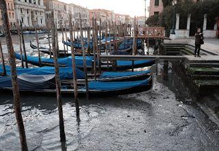 Αuto  Planet Stars: Στέγνωσαν τα κανάλια της Βενετίας Η ασυνήθιστη παλ...
