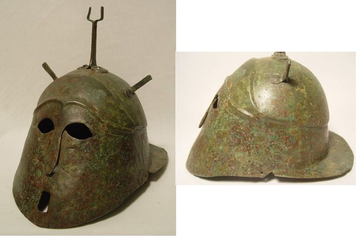 Apulian-Corinthian helmet, 6th/5th century B.C Confronted boars, 29 cm high Private collection