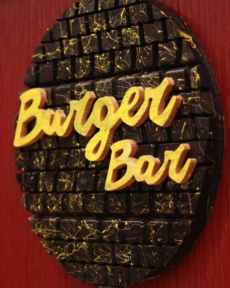 Burger Bar  Duvar uygulaması  #wooden #wood #ahşap #ahsapservis #ahşapservis #board #steakboard #design #handmade #oak #meat #servingtray #tray #bag #leatherbag #deriçanta #deri #dericanta #elyapimi #burger  #hamburger