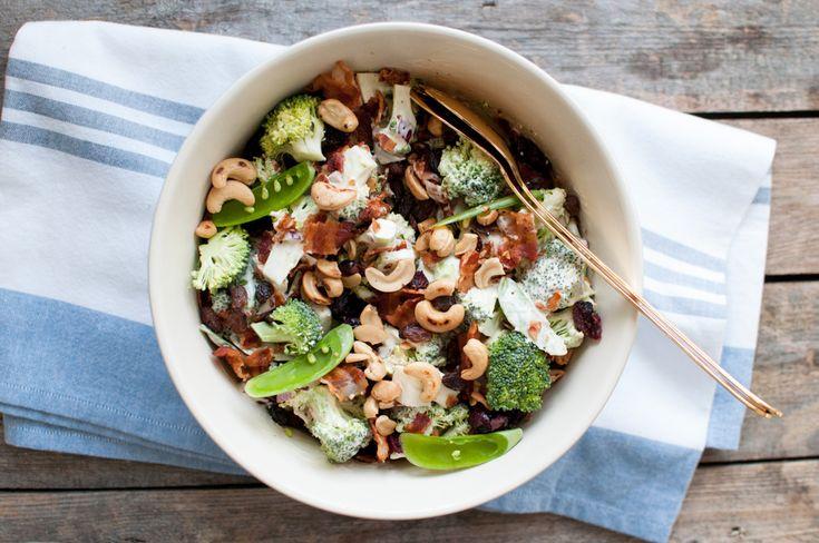 Brokkolisalat er nydeleg sommarmat og funkar både som eigen rett eller som deilig tilbehør til sommarmat. Det er verken potetsalat, waldorfsalat eller pastasalat -men liksom noko midt i mellom alle...  Fortsett å les »