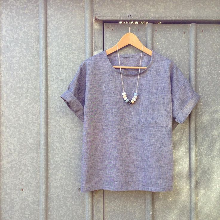 Another woven Hemlock Tee (because I'm boring and like to wear the same thing all the time). This one's in a lovely linen cotton blend from the Fabric Store #hemlocktee #grainlinestudio