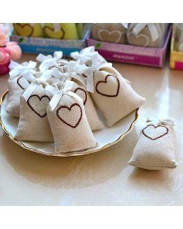 Boites à dragées - un sac en tissu avec un cœur sur le dessus - style rustique