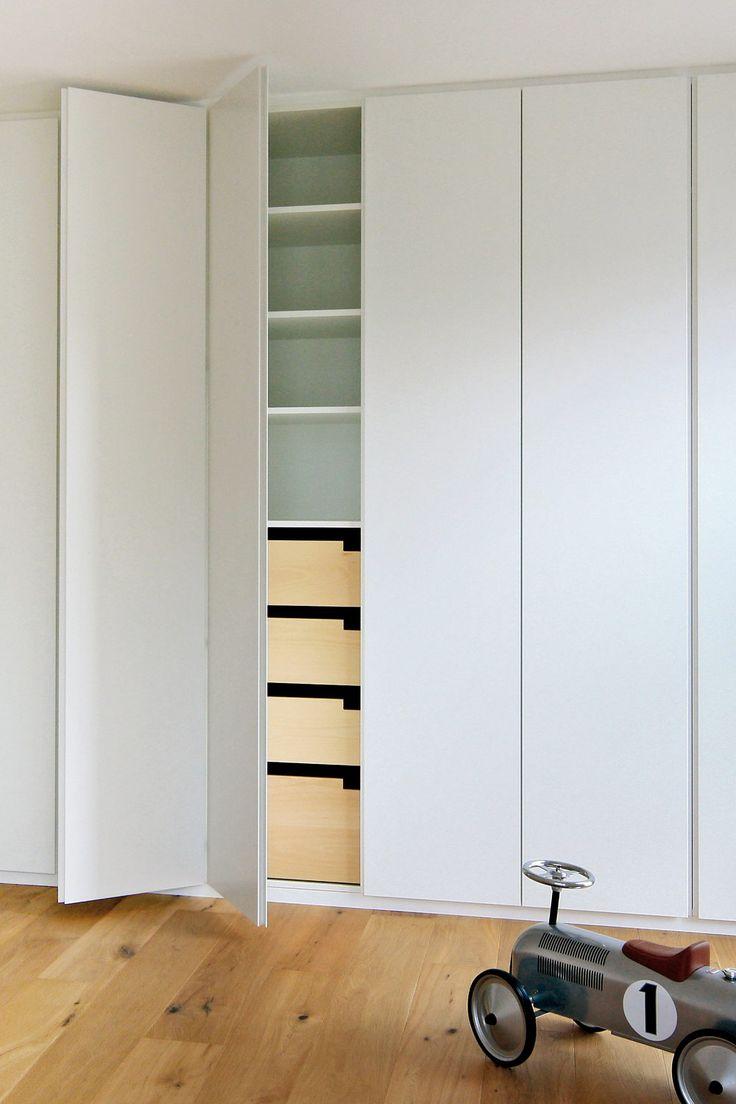 Einbauschrank Mit Griffmulden Weiss Schlicht Einbauschrank Einbauschrank Schlafzimmer Einbauschrank Ikea