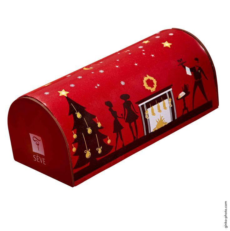 Noël 2013 - Bûche « Taille de guêpe » - Richard Sève. Ganache au chocolat gianduja et un baba aux raisins blancs macérés au rhum. Prix : 38€ pour 5 à 6 personnes