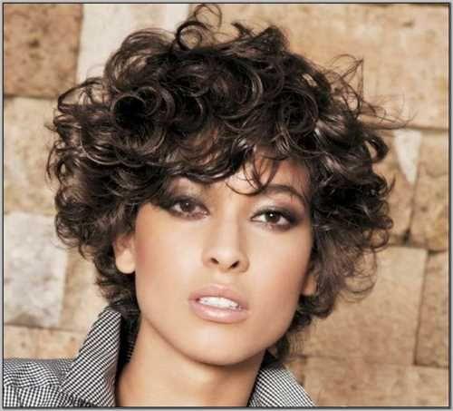 Risultati immagini per tagli corti per capelli ricci