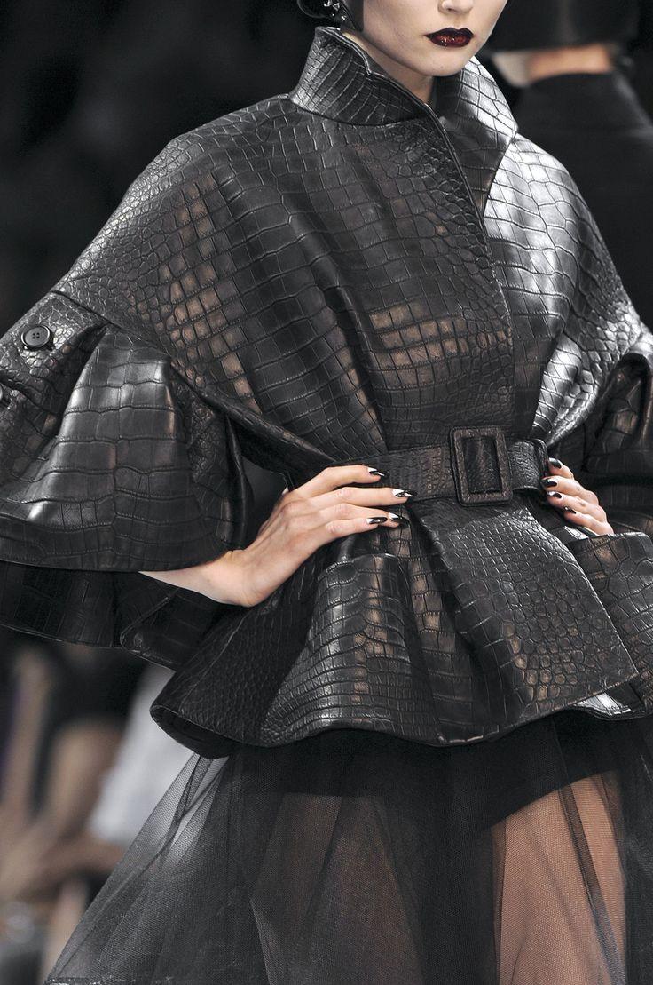 girlannachronism:   Christian Dior fall 2008 couture details