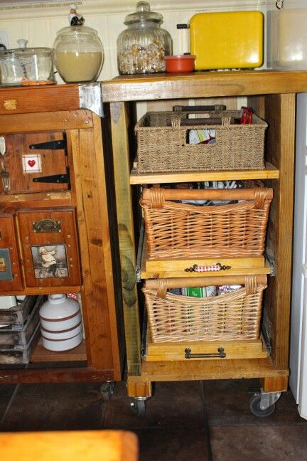 Scaffold planks and baskets withbpull out draws