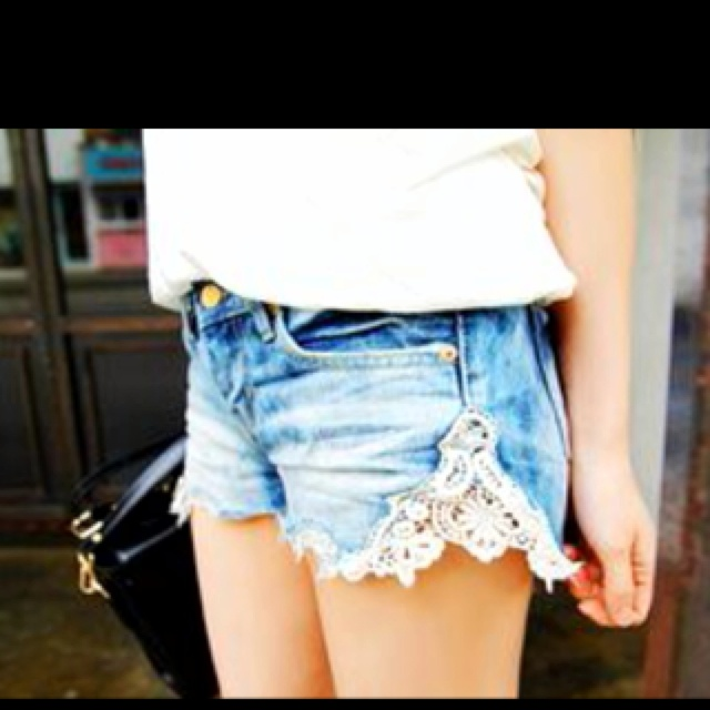 just cut the seam of a tight pair of Jean shorts and sew in lace.Jean Shorts, Fashion, Style, Clothing, Cute Ideas, Denim Shorts, Jeans Shorts, Lace Shorts, Old Jeans