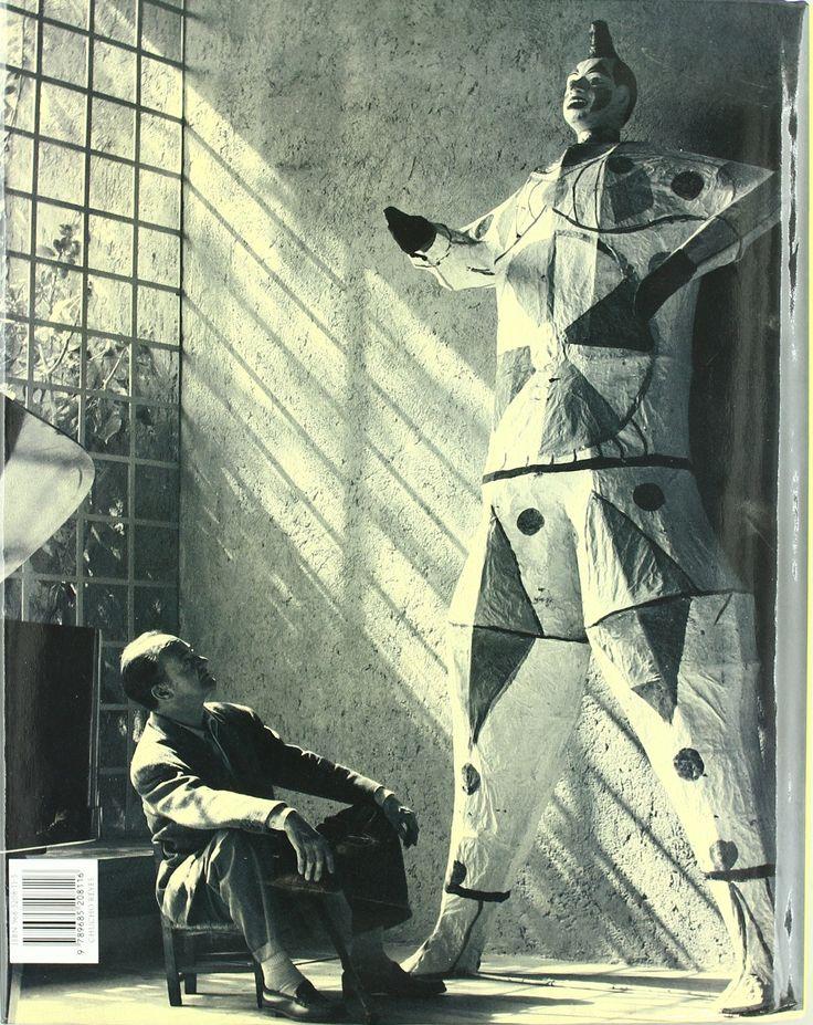 Chucho Reyes's figure with Luis Barragán at his house, photography by Sebastián Saldívar, 1978