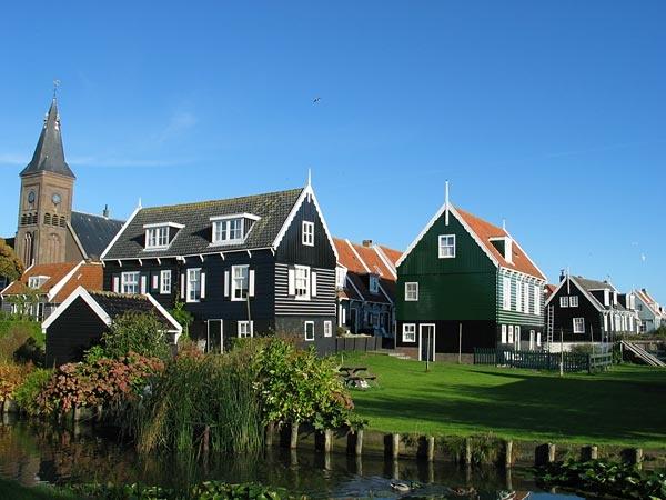 Edam...the houses are so pretty !