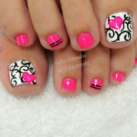 Toes pink design pedicure