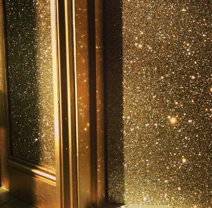 Glitter wall and gold trim oh my home sweet home - Wandfarbe gold glitter ...
