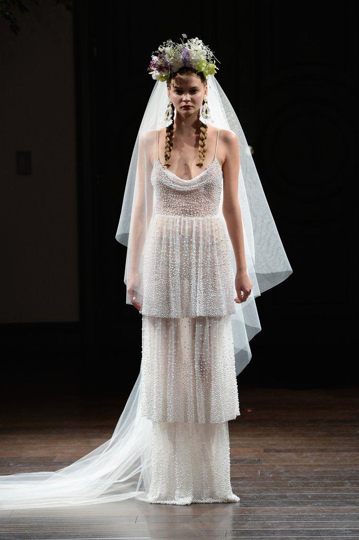 Pin for Later: 31 Robes de Mariées Qui Sont Loin des Modèles Sortis Tout Droit D'histoires de Princesses Naeem Khan