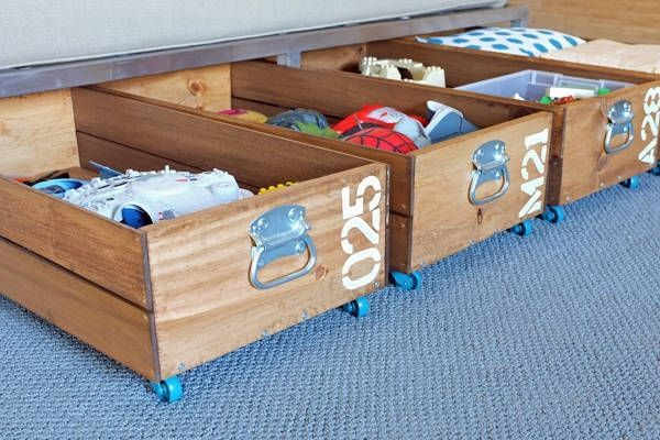 #DIY  Rolling Storage If you have empty space under your bed, but don't like the look of plastic organizers, these rolling crates add an industrial touch and are simple to make — no power tools required.  #HomeSolution #Recycling #HomeIdeas