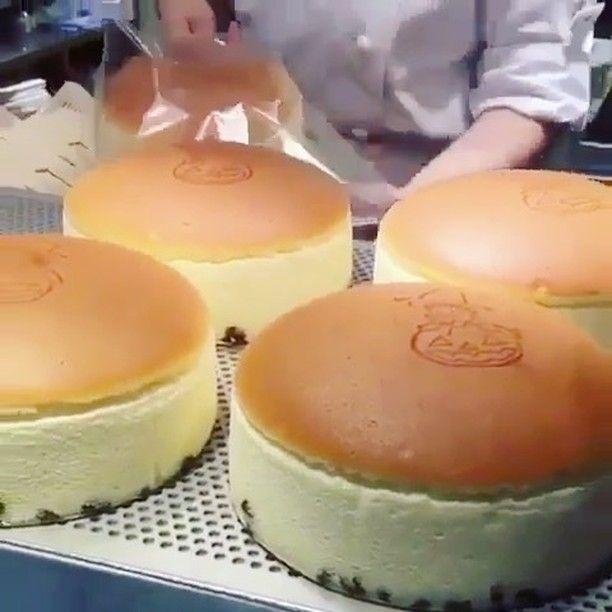 WEBSTA @ christinalovesfood - 일본가면 꼭 반드시 꼭!!!! 먹어야하는 #치즈케이크 탱글탱글한거봐...❤ #cheesecake #cake #치즈케익 #존맛 #디저트그램 #디저트스타그램 #일본여행 #일본 #디저트 #cheesecake #japan #먹스타그램 #맛스타그램 #먹짤 #위꼴 #인스타푸드 #instafood #선팔 #맞팔 #팔로우 #좋아요