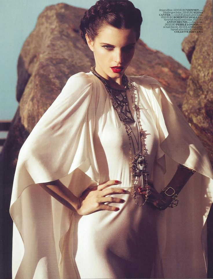 vintage-fawn:   Jeisa Chiminazzo - Vogue Turkey March 2012  Queen Bee