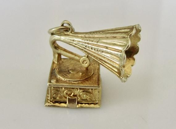 Large 9ct Gold Gramophone and I Love You Record Opening Charm