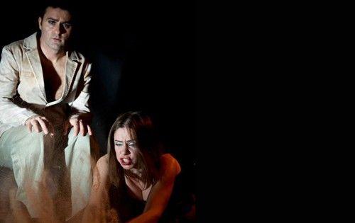 Timsahlar | İstanbul'da Sanat Bir adayı bekleyen iki nöbetçinin ilk istilacıları ile karşılaşmaları..Bitiyatro Ekibinden Timsahlar Bu Akşam...