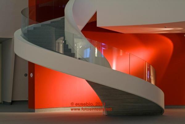 escalera-caracol-niemeyer.jpg (600×402)
