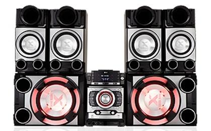 Ritmos con potencia y sin distorsión.  Crear una atmósfera con la sorprendente con el efecto de iluminación de X-Metal 20,000W de Potencia. El subwoofer de 12 pulgadas de sub woofer moveran el techo de tu party! Controla los beats con el Auto DJ posee Latin Beat Box y Dual USB. El CM9520 tienes que verlo para poder creerlo! Escuchar música será otra cosa, luego de experimentar los 20,000W (PMPO) y 20,000w de potencia del X-Metal Bass CM9520 de LG.